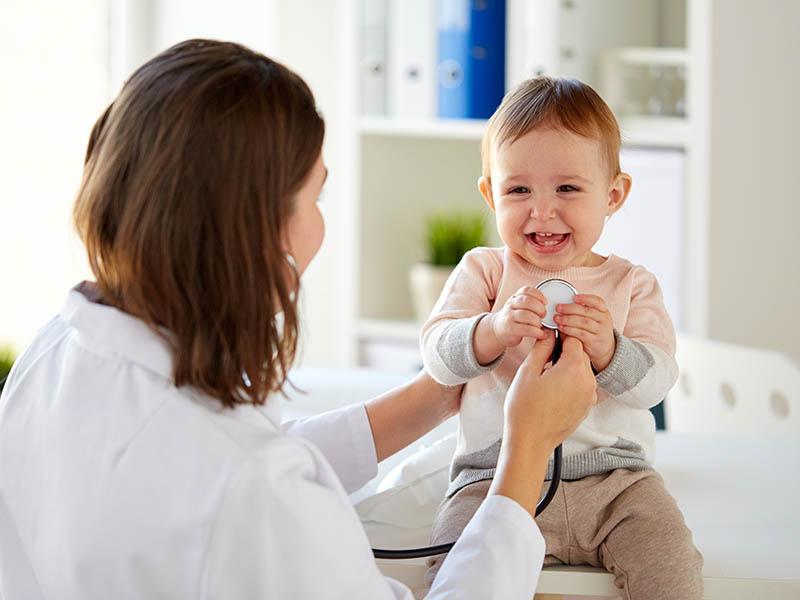 dokter en kind mama